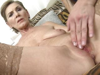 mature lady gets fingered