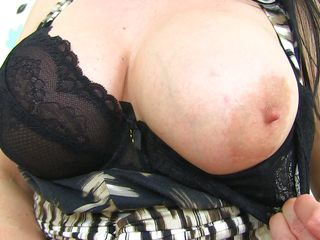 mature amber shows off her tits