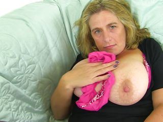 mature lady makes herself cum